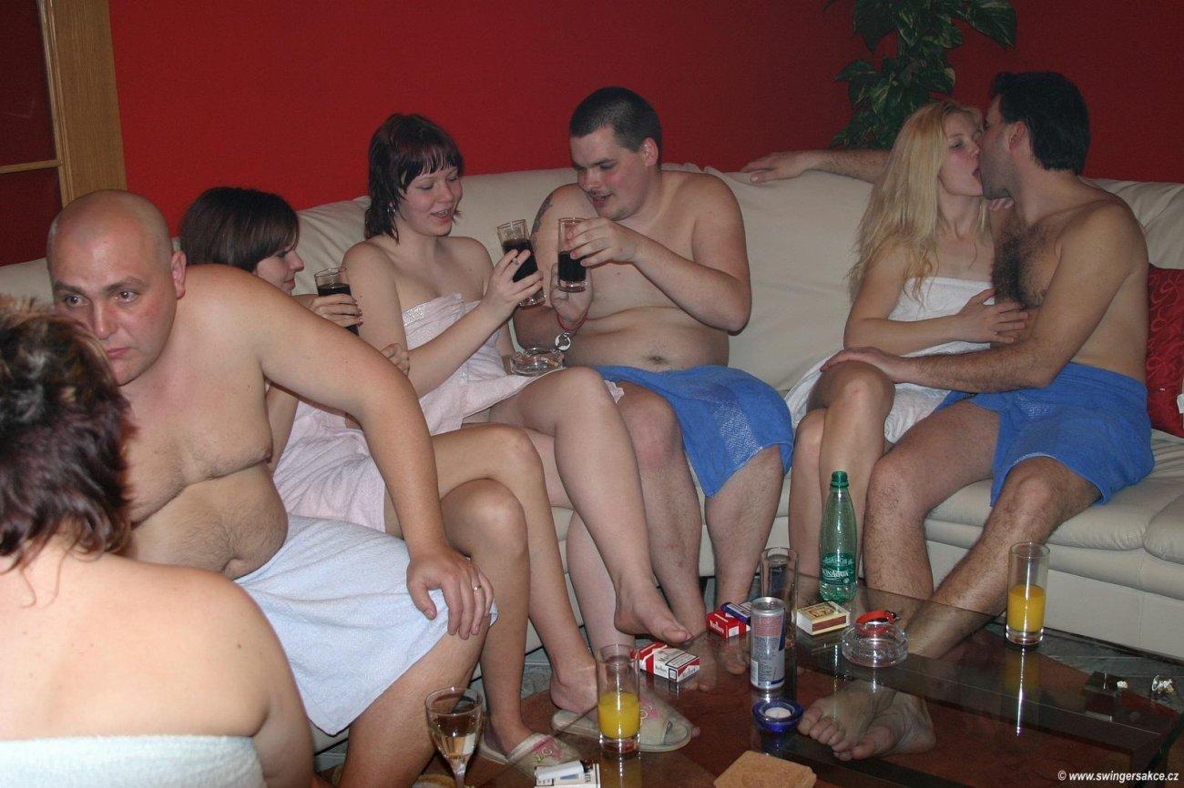 Откровенные секс конкурсы на вечеринках, девушка дрочит ему хуй в автобусе