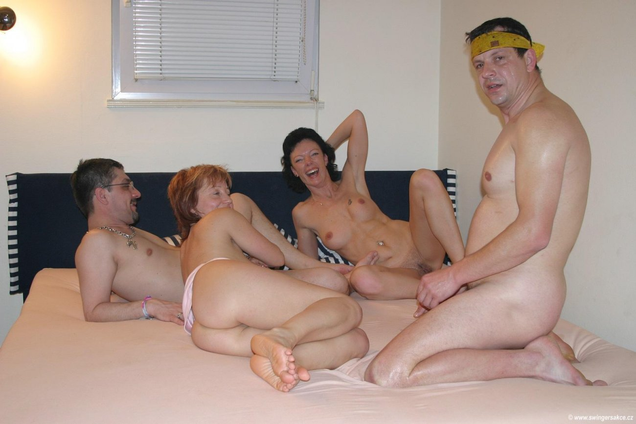 Смотреть онлайн бесплатно порно вечеринки чешских свингеров 15 фотография