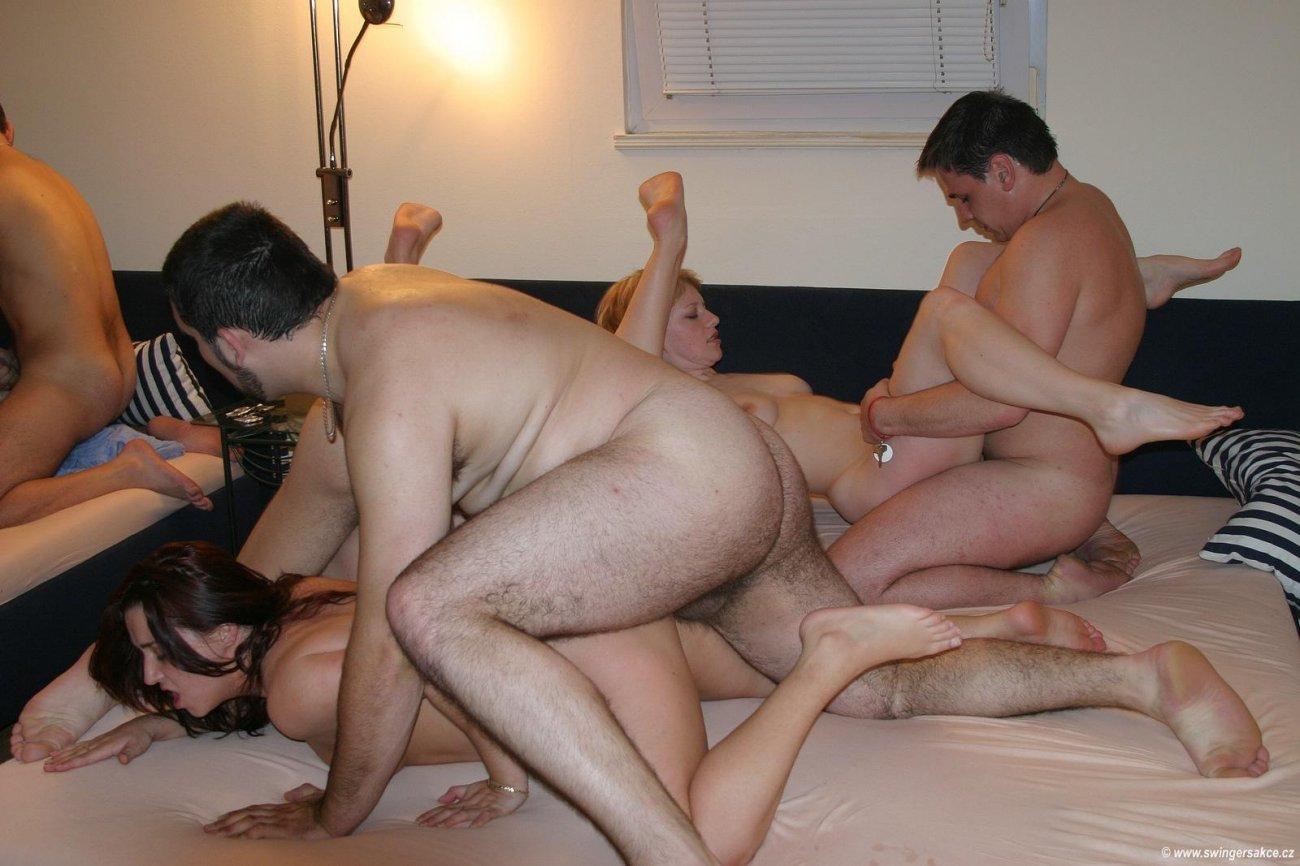 Свингеры фото голые на