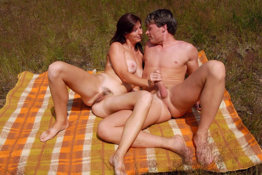Вдвоем трахнули пьяную жену в чулках » Домашнее порно ...