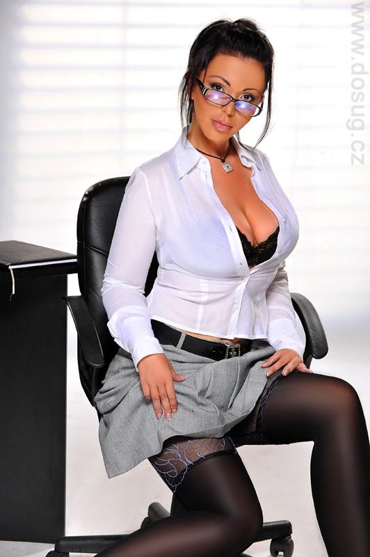 Делать грудастые секретарши ню порно сцены