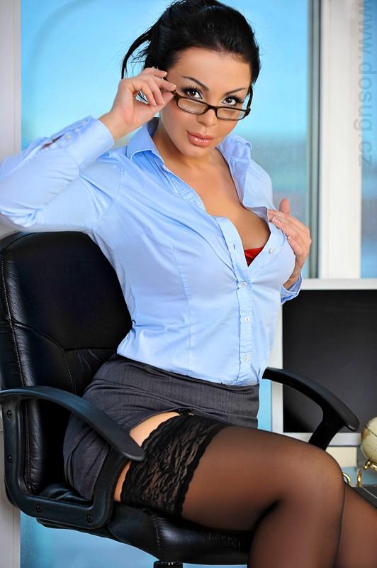 Грудастые секретарши ню, блондинка ира показала ножки в чулках