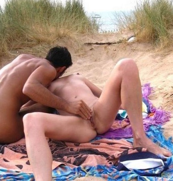 как парень дрочитдрочка на пляже, дрочка на пляже на девушек, девушки масту