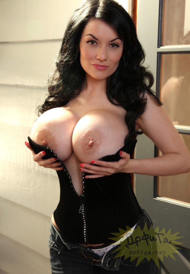 Порно ролики с мамочками с огромными силиконовыми буферами