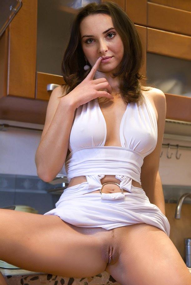 posmotret-golih-belorusskih-aktris