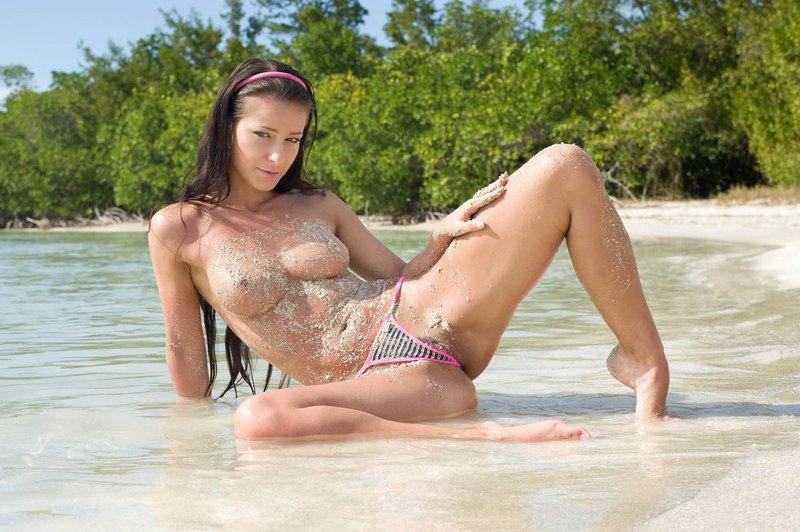 gde-foto-golaya-devushka-na-tropicheskom-ostrove-video-seks-porno