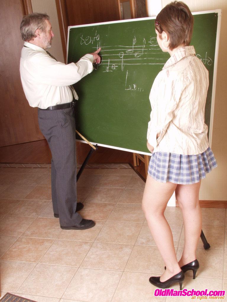 преподаватель жестоко наказал сексом тупую студентку фото
