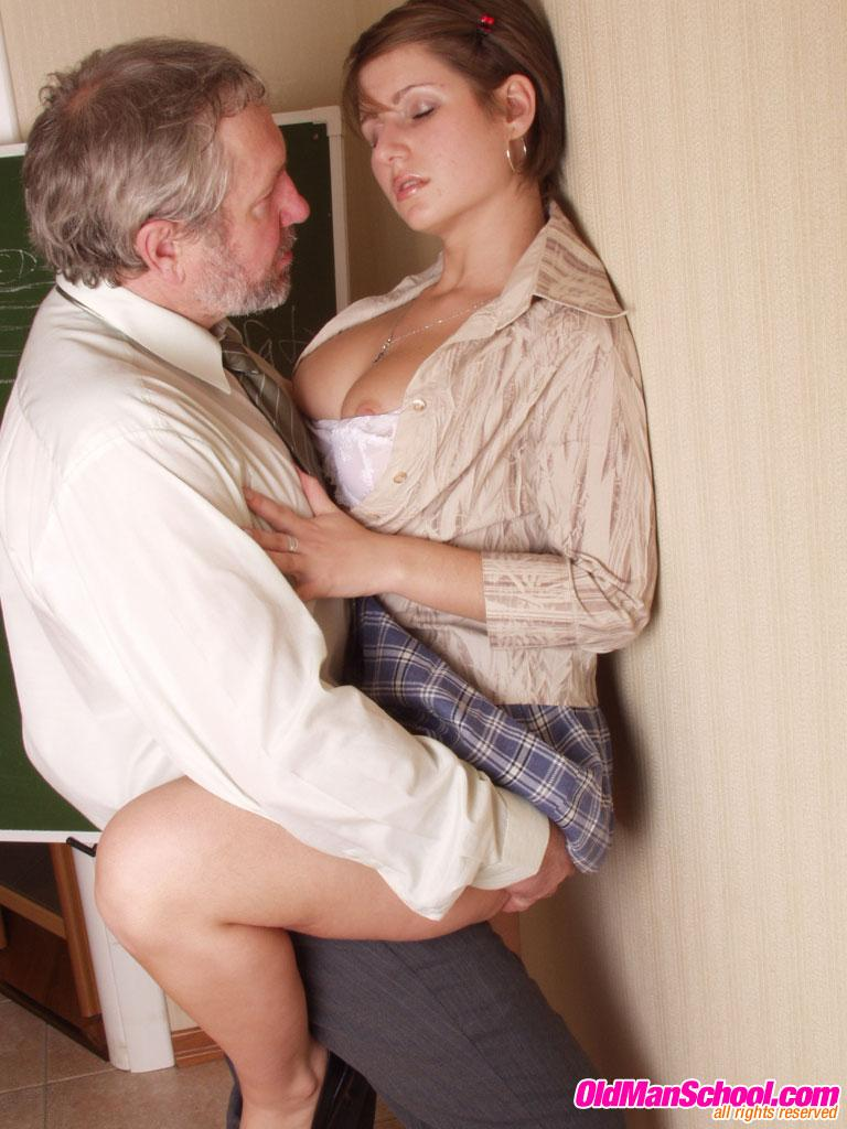 наказал проститутку порно
