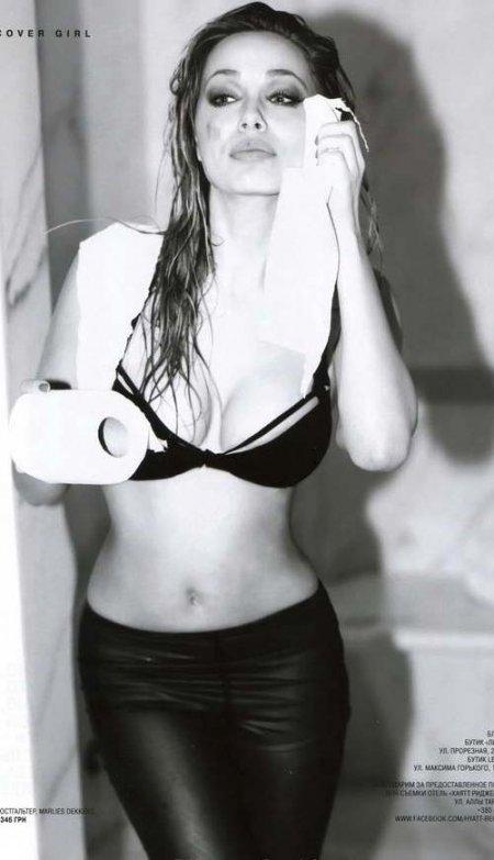 Украинская Анджелина Джоли показала сиськи (ФОТО)