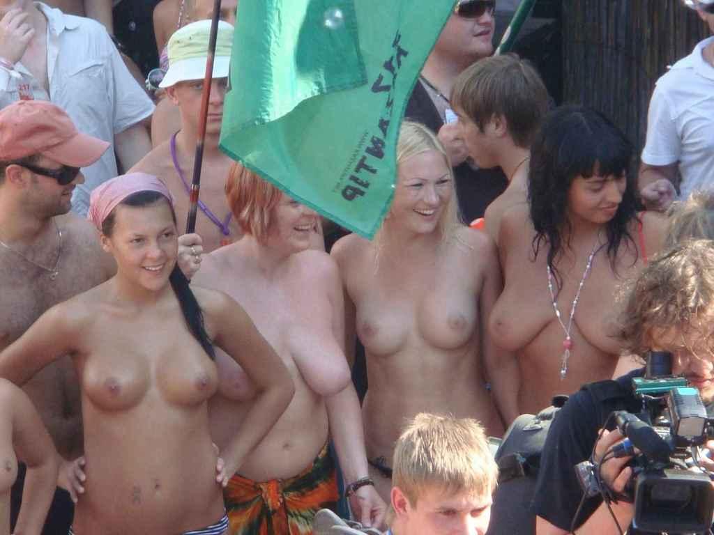 видео голые девушки казантип видео