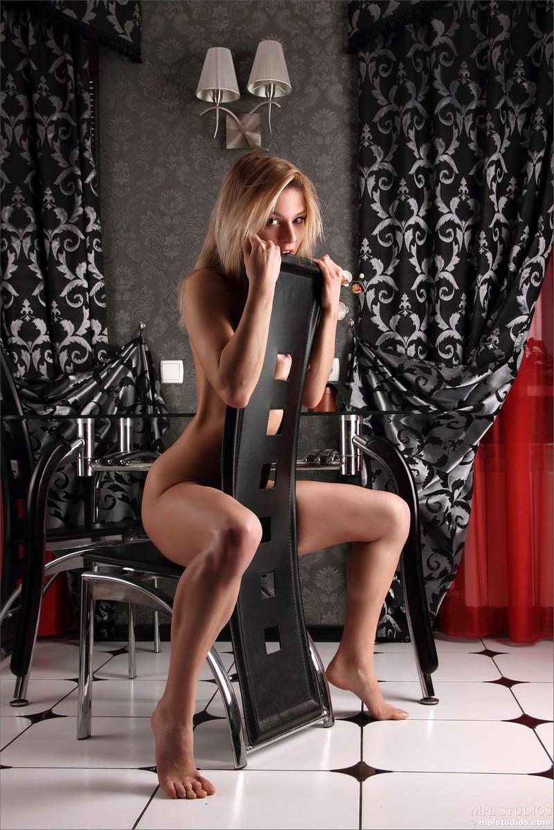 Порно фото показала свой персик фото 81-349