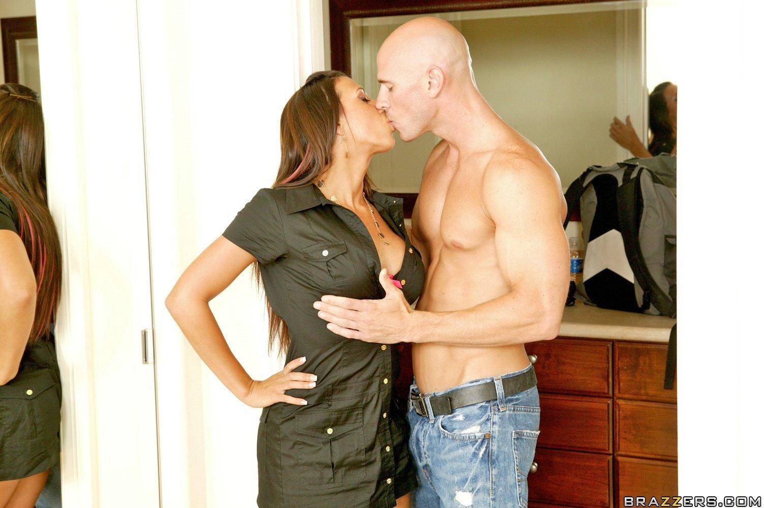 Жена трахается с другом мужа домашнее порно