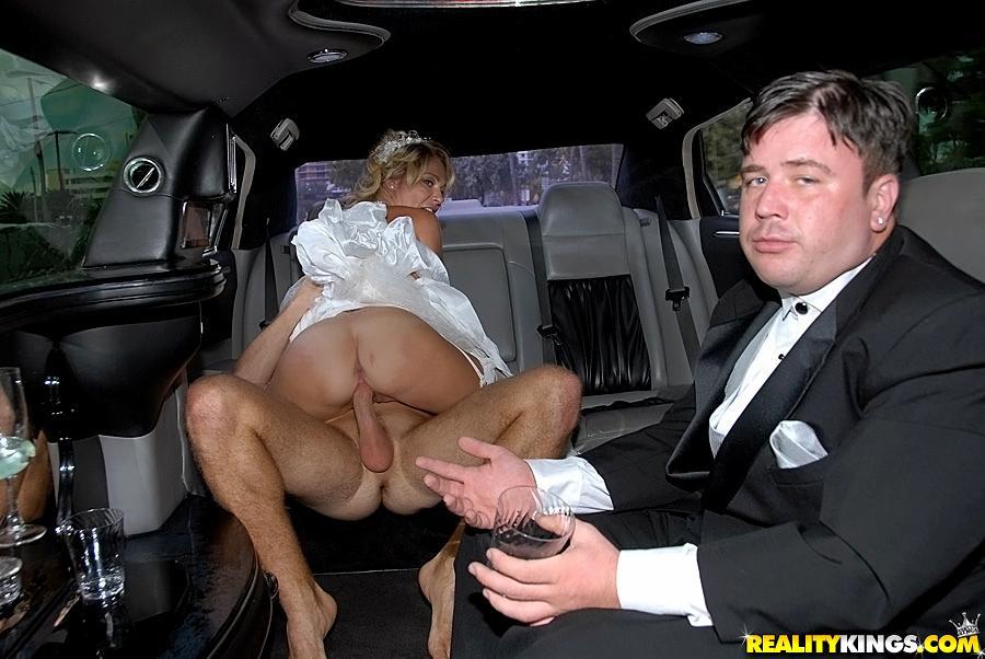 частные фото жены на свадьбе ебётся в жопу