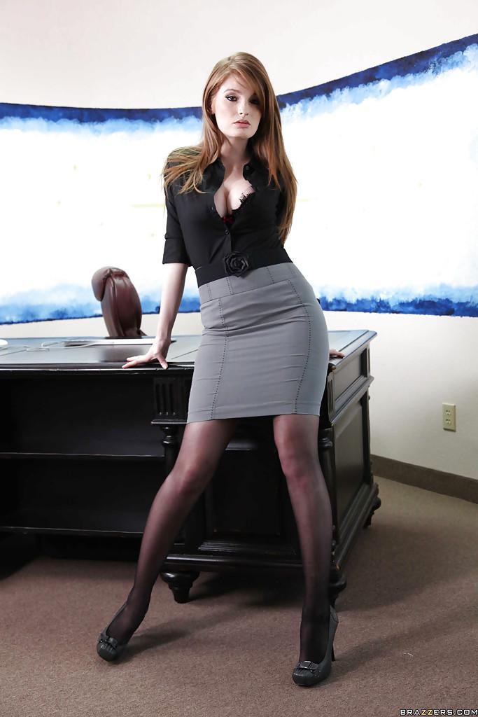 Рыжей секретаршей порно фото 606-973