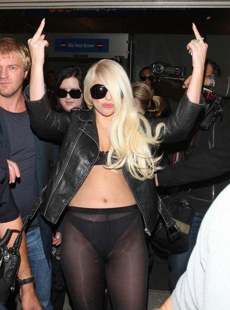 Откровенные засветы Леди Гага в лос-анджелесском аэропорту (ФОТО)