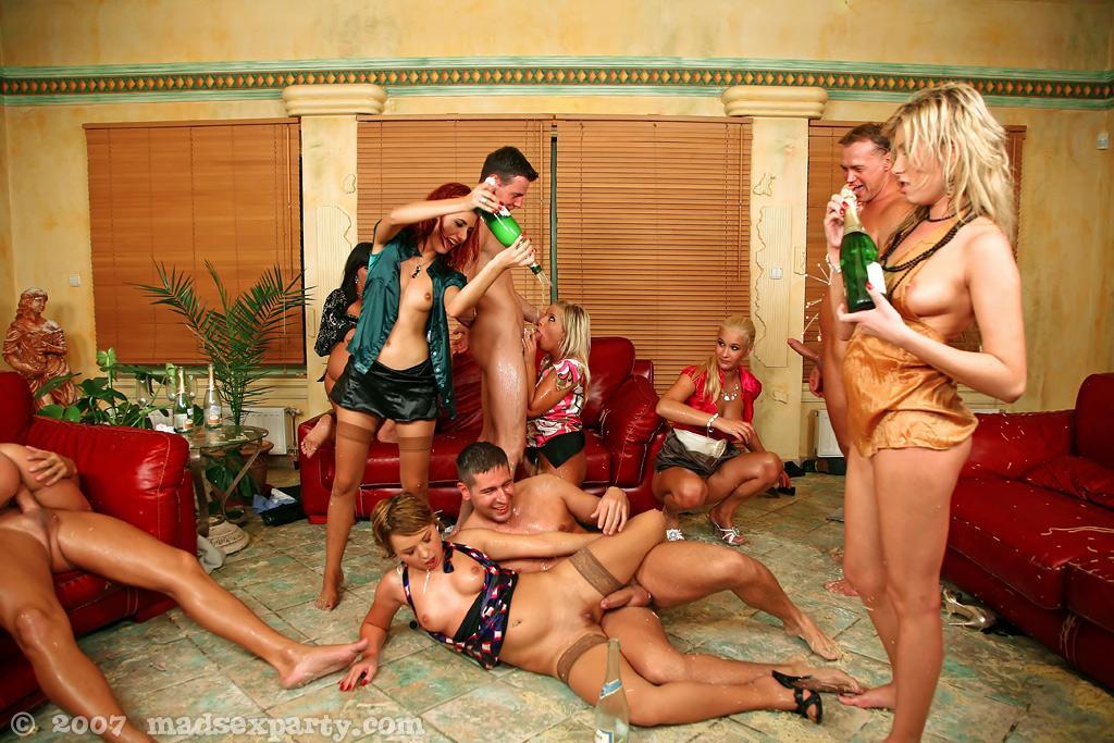 вечеринки группового секса в крыму мне такого мужа