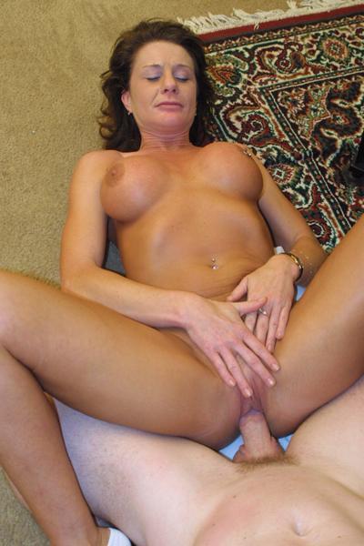 Смотреть порнуху онлайн выебал зрелую тетку с кольцом в сиське фото 370-444