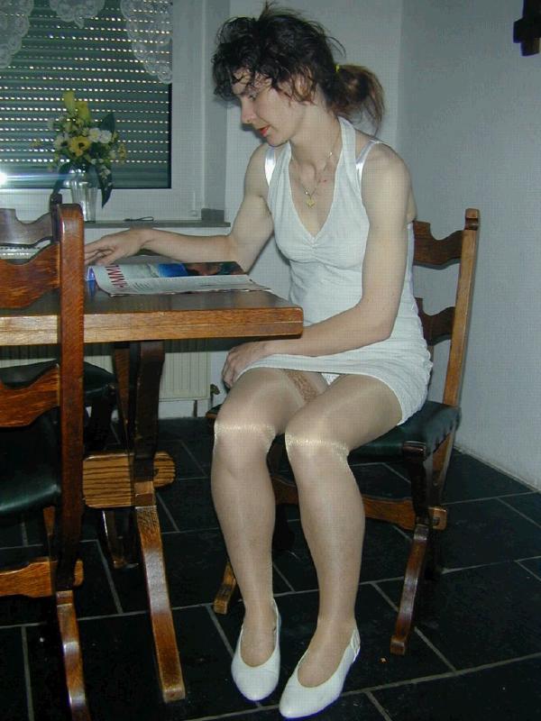 Девушки без трусов  160 фото Голые киски под юбками и