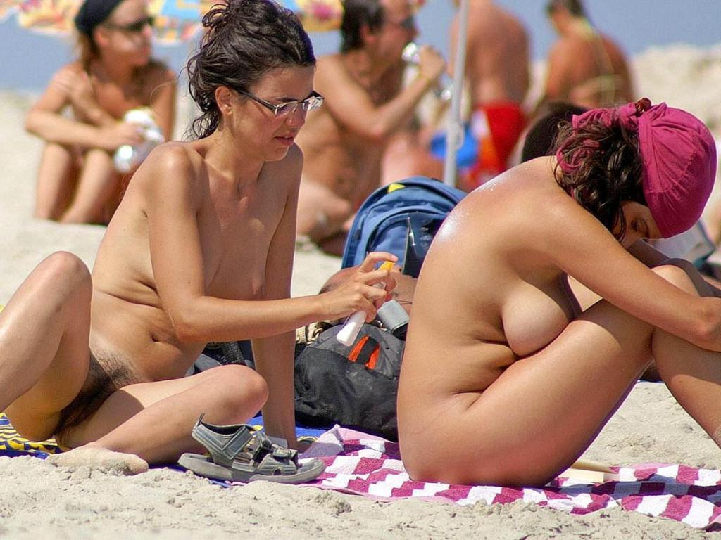 Смотреть фото красивых девушек на пляже голые попки сейчас