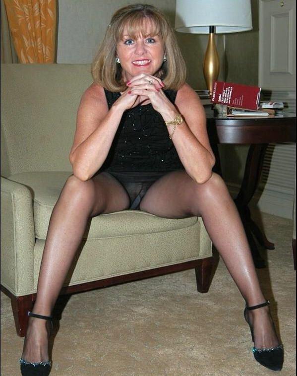 фото меж ног у зрелой