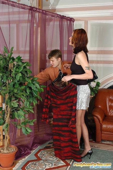 Жену в колготках с другом поимел (ФОТО)