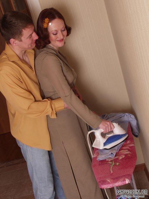 Тетка приехала в гости и уговорила меня дать ей по сосать мой хуй 21 фотография