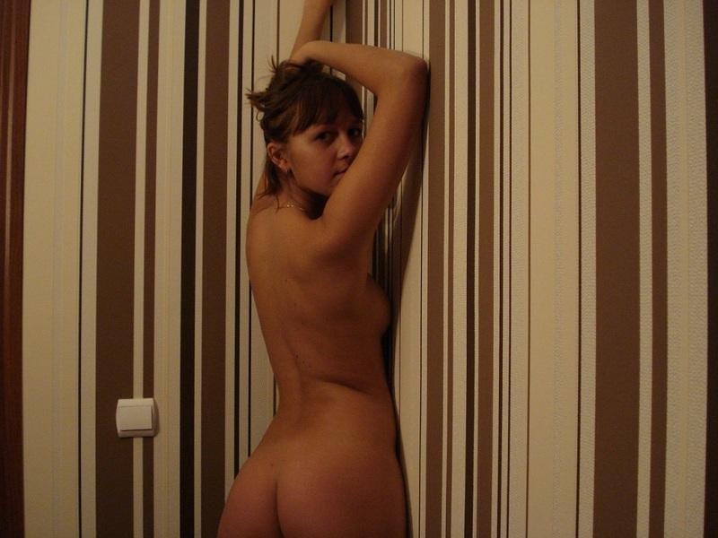 Обнажённая перед зеркалом секс порно эротика