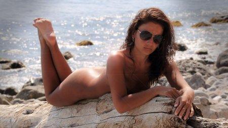 Озорная крымская нудистка с нулевкой (ФОТО)