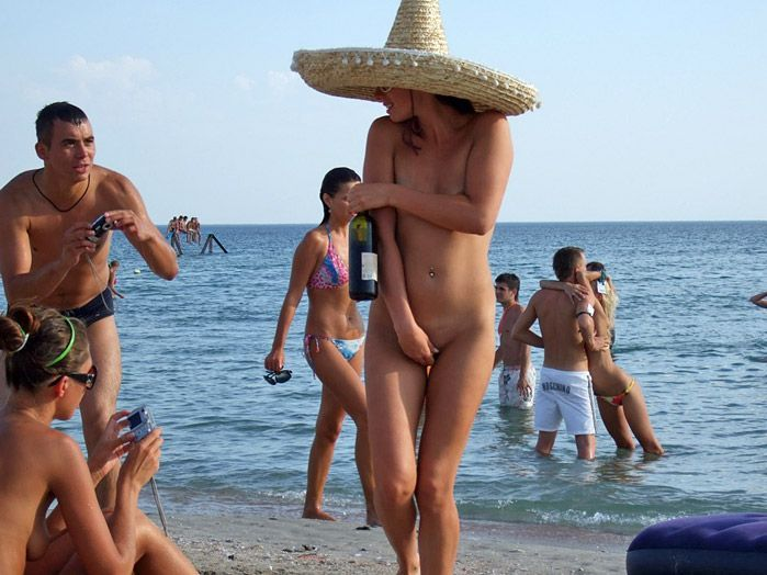 Порно с извращенками на пляже