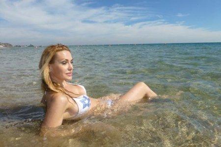 Актриса Ольга Сумская на пляже (ФОТО)