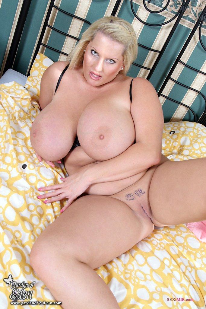 Большие дойками порно