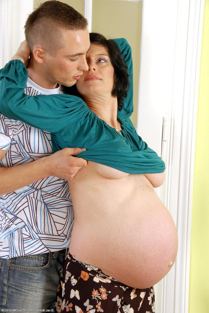 Сын трахает свою беременную мамашу