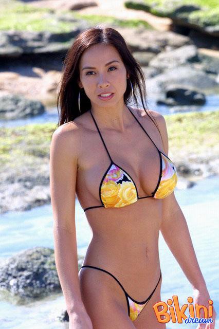 Азиатка в роскошном бикини (ФОТО)