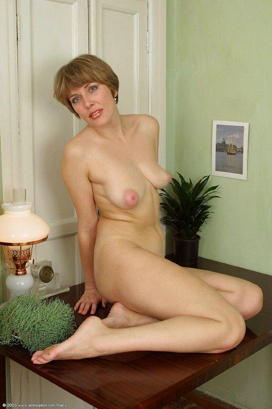 фото зрелых голых женщини с маленькими титьками