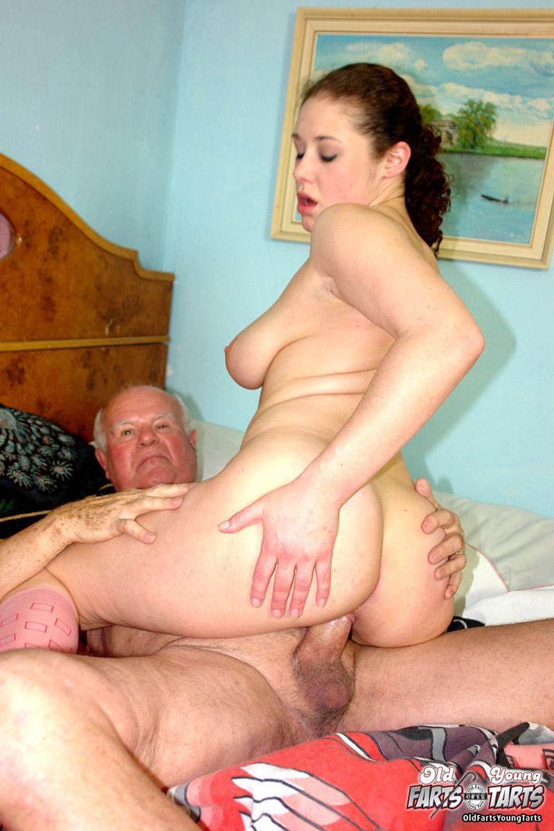 Русский дед разводит девушку на секс 1 фотография