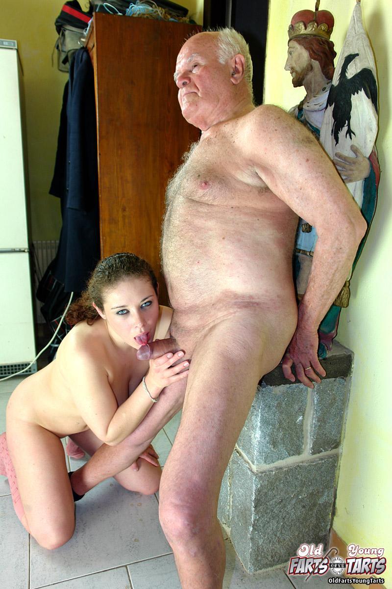 Смотреть порно дедушшка с в нучкой