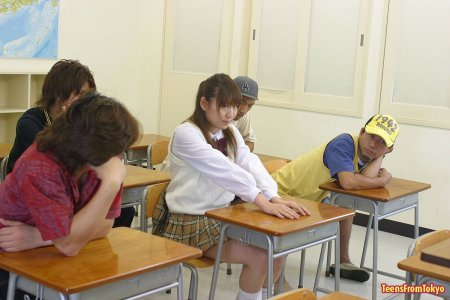 Японке напихали в рот хуев прямо на уроке (ФОТО)