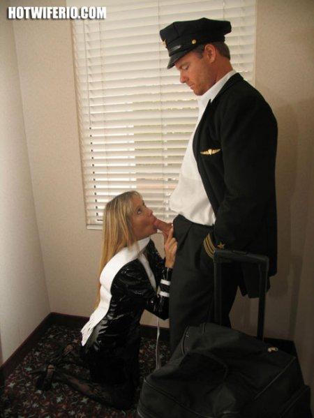 Жена откровенным нарядом совратила мужа в командировке (ФОТО)