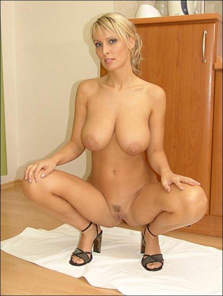 Фото голые сисястые мамаши