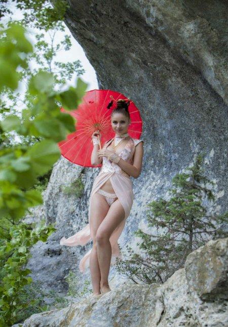 Восточные эротические мотивы в горах (ФОТО)