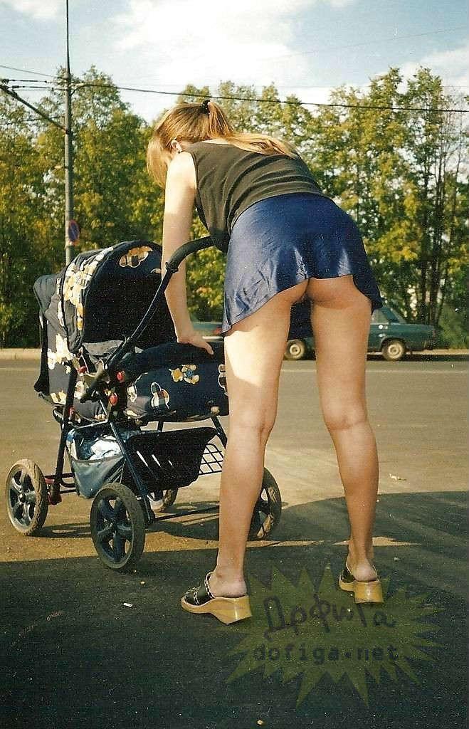 Порно фото молодые мамы с коляской на улице фото 685-946
