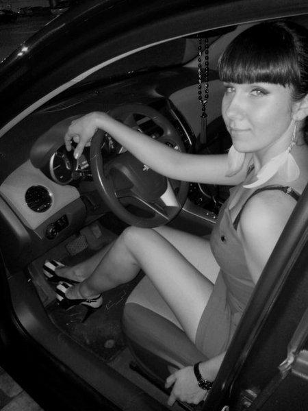 Секси девочки на фоне авто (ФОТО)