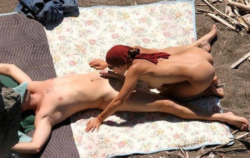 Нудисты фото девушек в бикини с песчаных пляжей