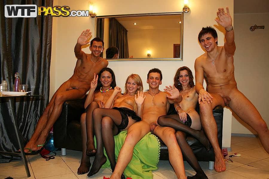 Порно вечеринка студентов в квартире