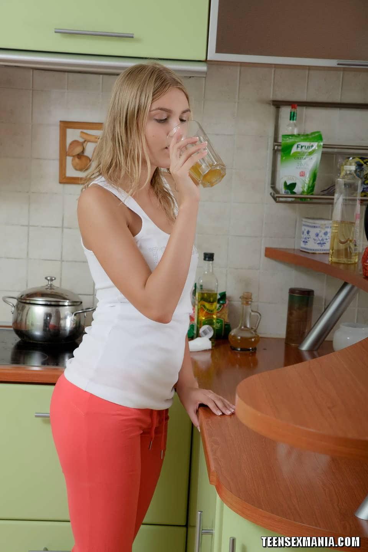 Смотреть бесплатно секс на кухне быстрый 9 фотография