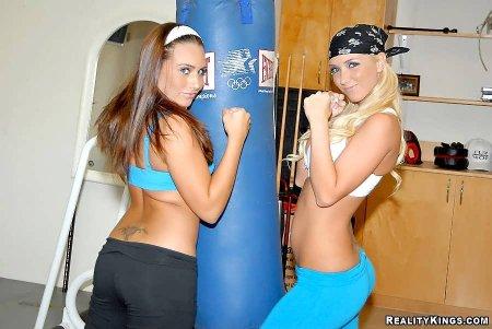 Горячие кикбоксерши в спортзале (ФОТО)