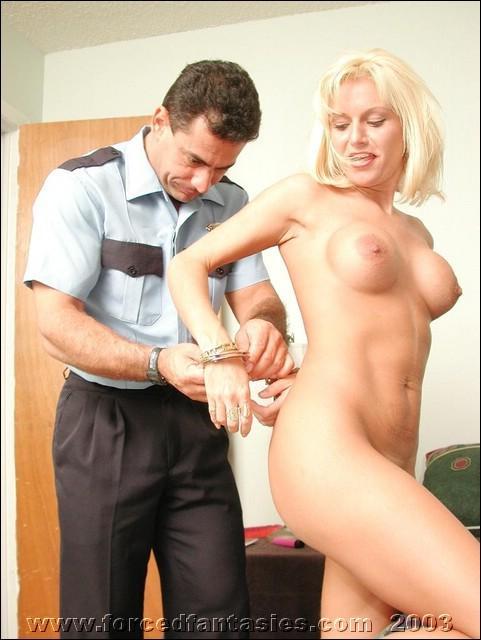 порно полицейский трахнул задержанную