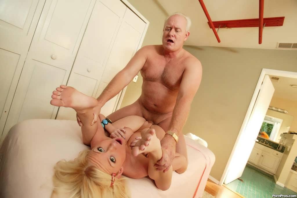 стариками со молодых порно девушек