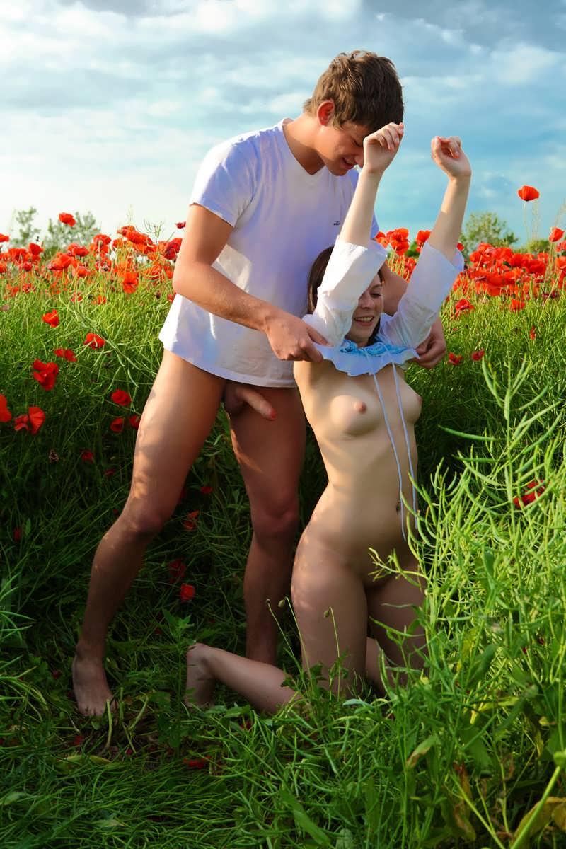 Карина секс в поле