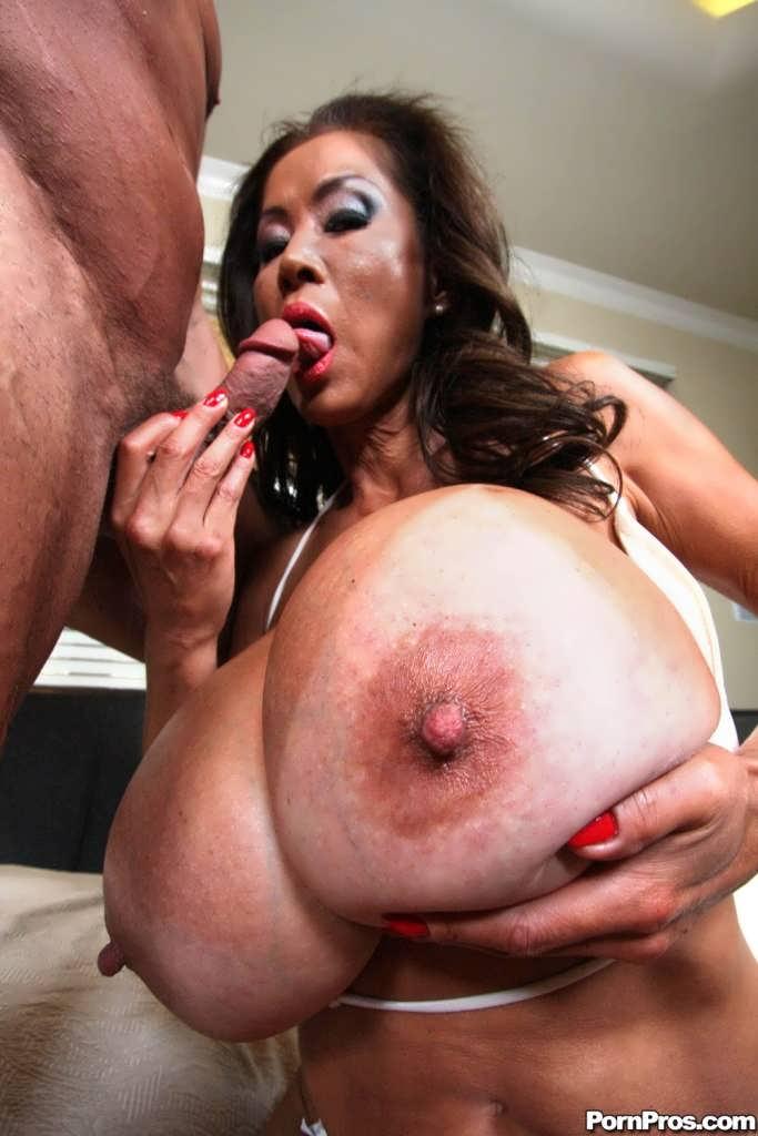 Порно онлайн баба с огромными сиськами